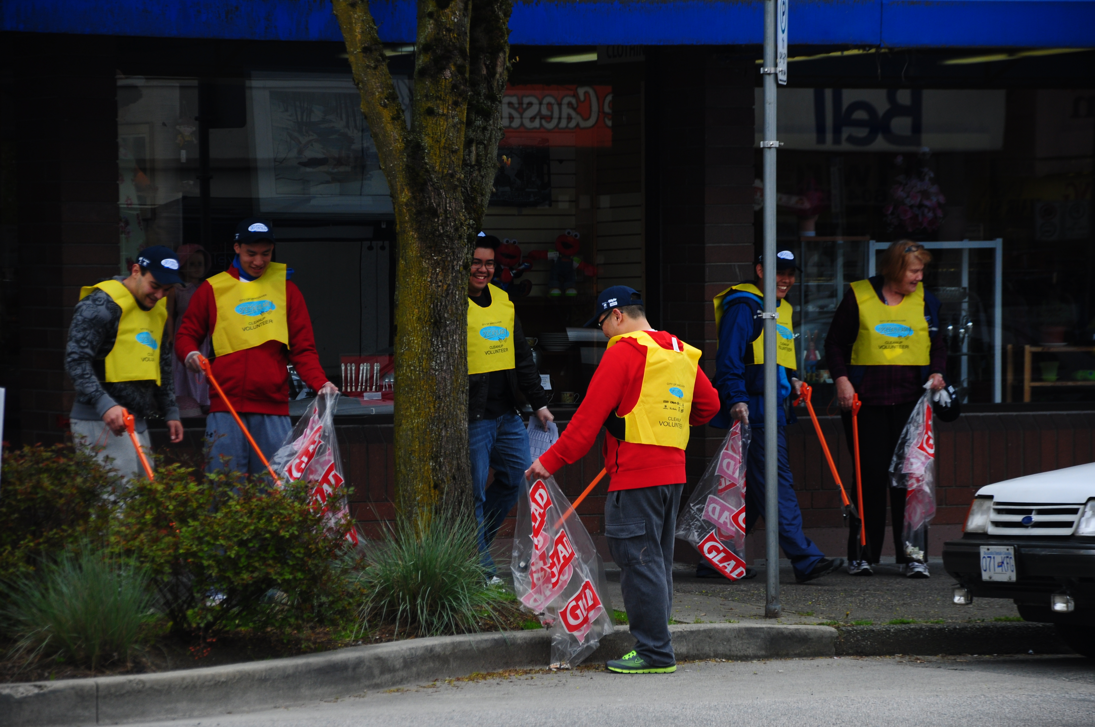 "keep your neighbourhood clean 9 tips for keeping your community safe  work to initiate a ""clean-up day"" and invite your neighbors to join you in keeping your community clean and safe."